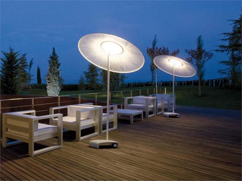 un parasol design qui claire le jardin mon coin designmon coin design. Black Bedroom Furniture Sets. Home Design Ideas