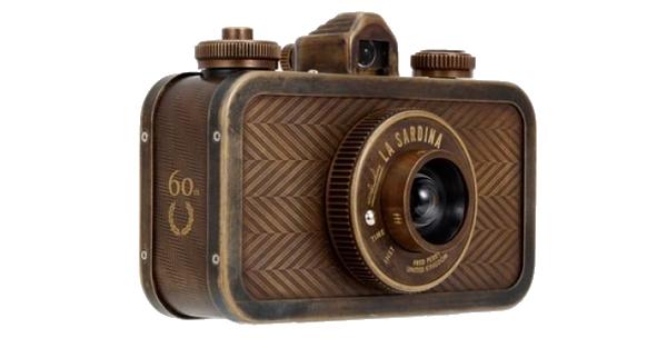 Fred Perry imagine un appareil photo numérique rétro et moderne