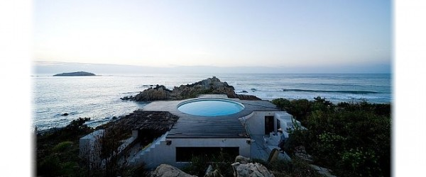 une piscine en guise de toiture pour cette maison de vacances mcdmon coin design. Black Bedroom Furniture Sets. Home Design Ideas